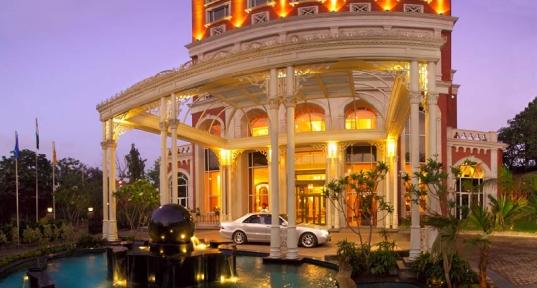 Luxury Green Hotels :)