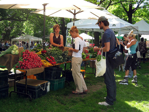 Local foods create more vibrant communities by connecting people ;)
