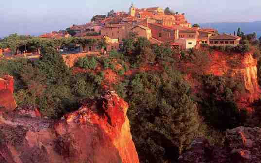 The ocre-red village of Roussillon is one of the most beautiful village, with its red rocks, red stone buildings and red tile roofs.