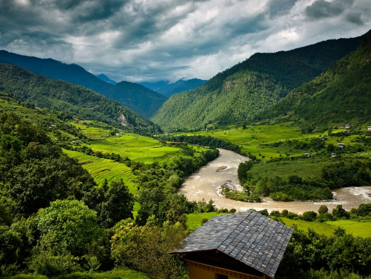 Uma by COMO, Punakha in Bhutan, is an intimate, luxury lodge located at the far western end of the lush Punakha Valley!